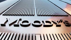 Η Moody's υποβάθμισε ιταλικές τράπεζες και εταιρείες