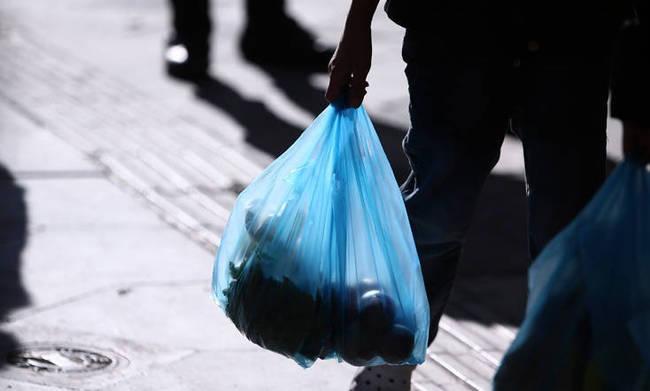 Διπλασιάζεται το τέλος πλαστικής σακούλας από 1/1/2019