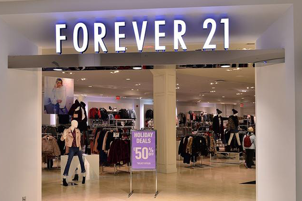Αίτημα πτώχευσης κατέθεσε η Forever 21 – Κλείνουν 178 καταστήματα στις ΗΠΑ