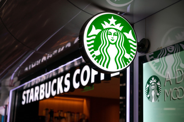 Starbucks: Επενδύει 10 εκατομμύρια δολάρια σε μικρές επιχειρήσεις