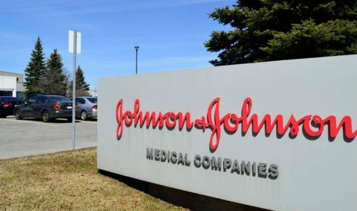 Τι ακριβώς συμβαίνει με το εμβόλιο της Johnson & Johnson – Πώς συνδέεται με AstraZeneca και Sputnik