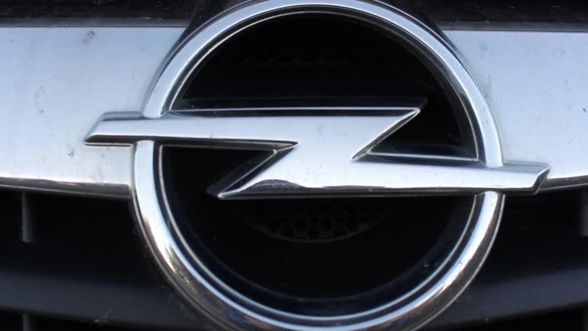 Opel: Ετοιμάζεται να περικόψει έως και 4.100 θέσεις εργασίας
