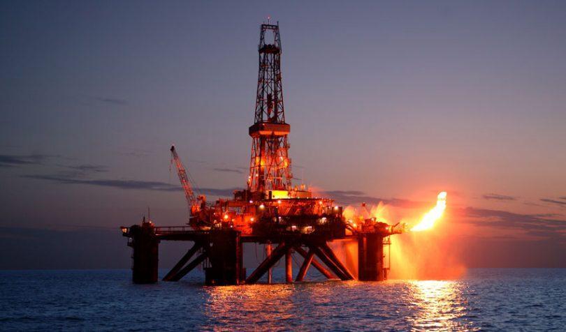 «Βυθίζεται» εκ νέου το πετρέλαιο – Απειλούνται τα 20 δολ./βαρέλι