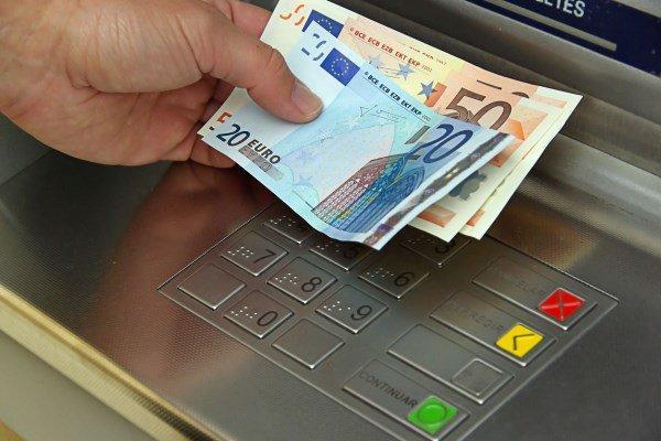 Αναδρομικά: Σήμερα το απόγευμα οι πρώτες πληρωμές