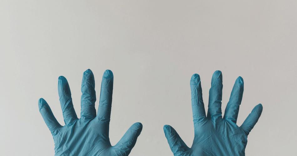 Στα ράφια των 11.000 φαρμακείων τα self tests
