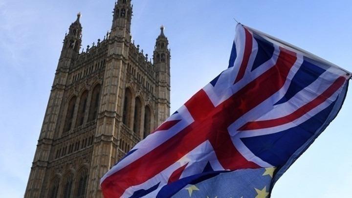Η Βρετανία αίρει όλα τα περιοριστικά μέτρα εν μέσω έξαρσης των κρουσμάτων του νέου κορονοϊού
