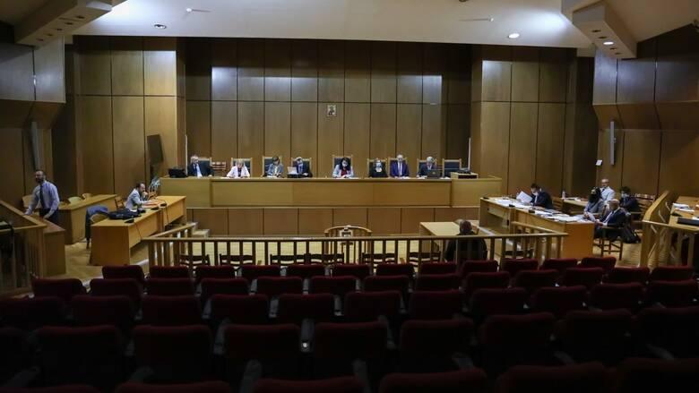 Δίκη Χ.Α: Η πρόεδρος ζήτησε διευκρινίσεις από την εισαγγελέα για την πρότασή της- Διακοπή της συνεδρίασης